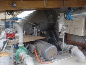 Combined pumping and generating water turbine.